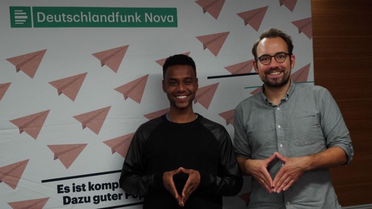 Moderator Dominik Schottner und Youtuber Tarik Tesfu