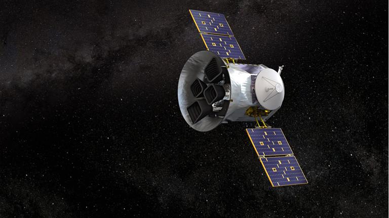 Das Weltraumteleskop Tess schwebt im All (Illustration)