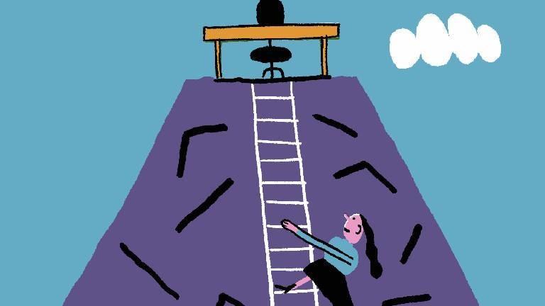 Eine Frau klettert die Karriereleiter nach oben