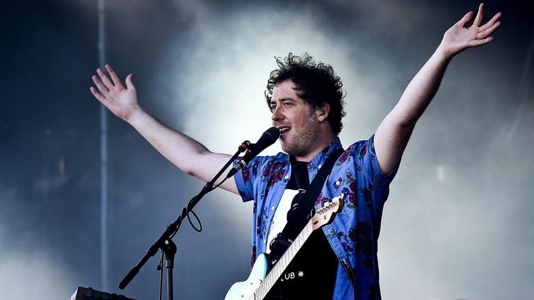 Matthew Murphy, Sänger der Band  The Wombats auf der Bühne