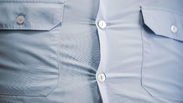 Ein Hemd platzt fast auf