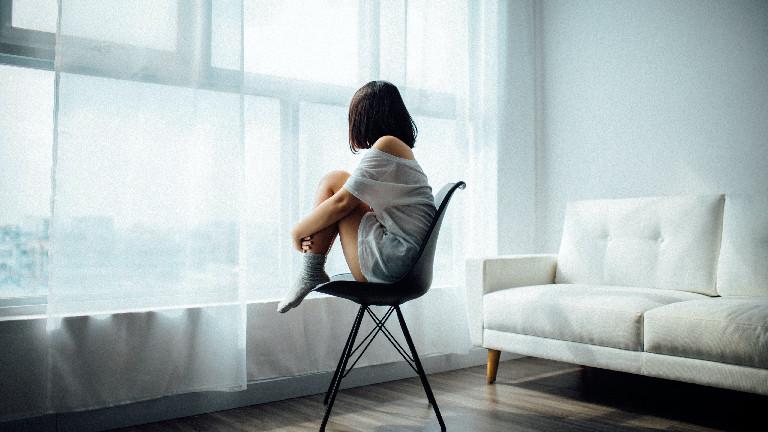 Eine Frau ist verzweifelt