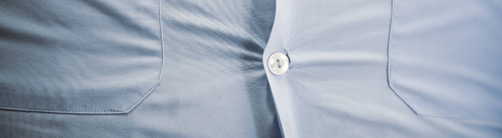 Ein Hemd platzt fast auf.