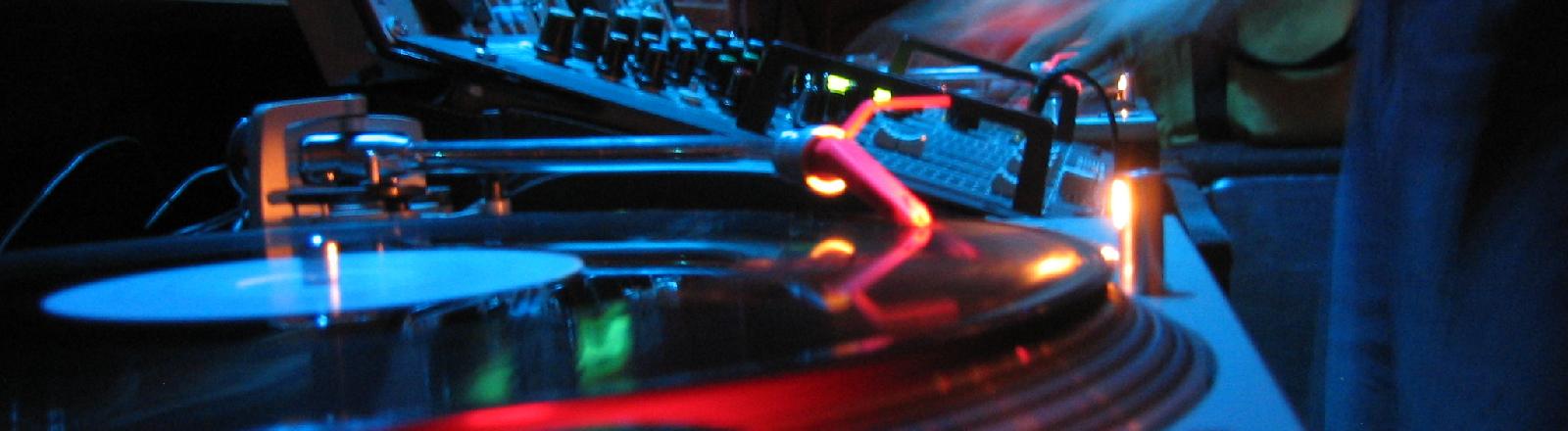 Ein DJ Pult