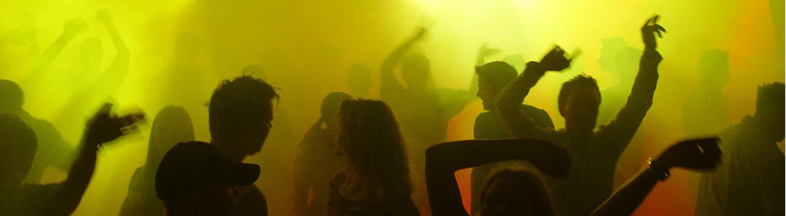 Tanzende Leute im Club