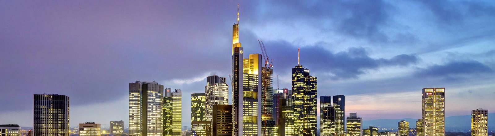 Frankfurter Skyline am Abend