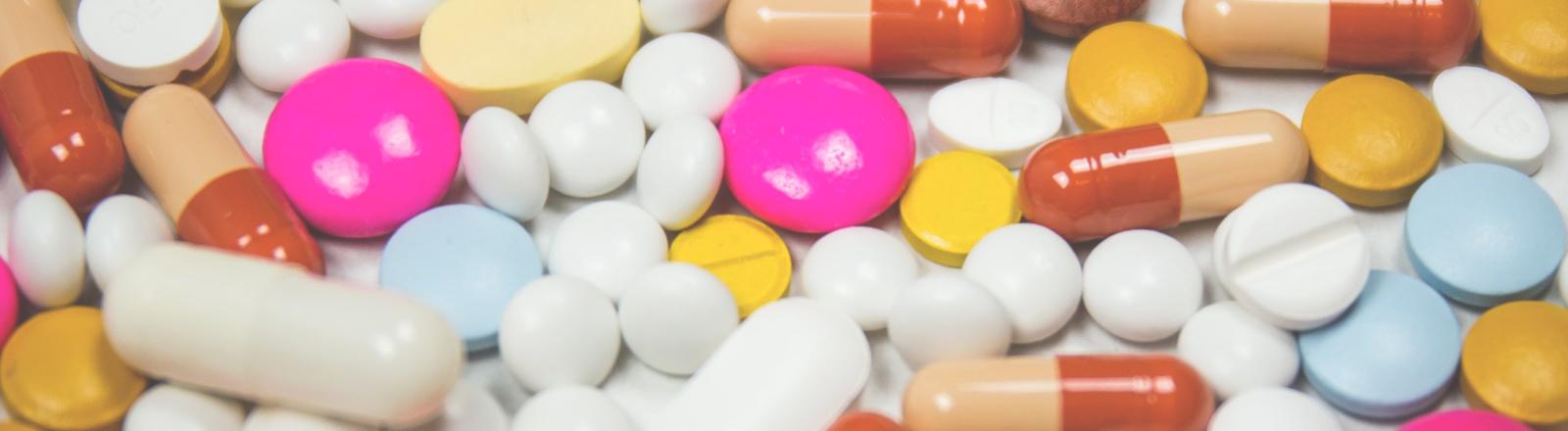 Ansammlung von unterschiedlichen Tabletten.