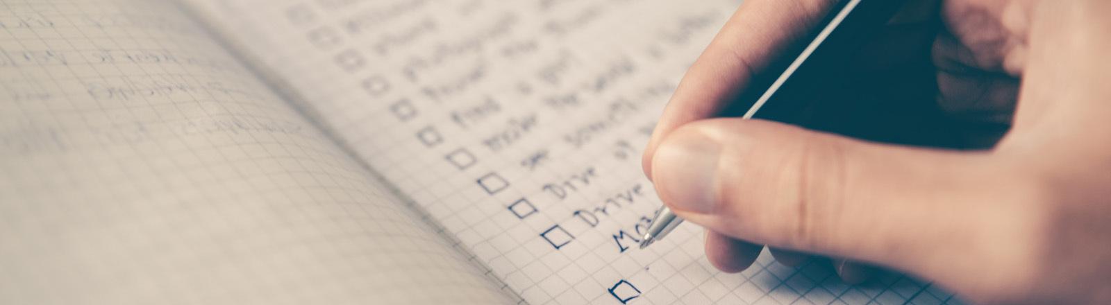 Eine To-Do-Liste wird geschrieben