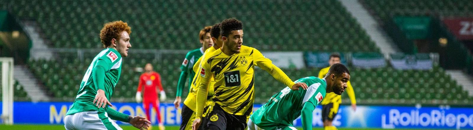 Ein Bundesligaspiel zwischen Werder Bremen und Borussia Dortmund