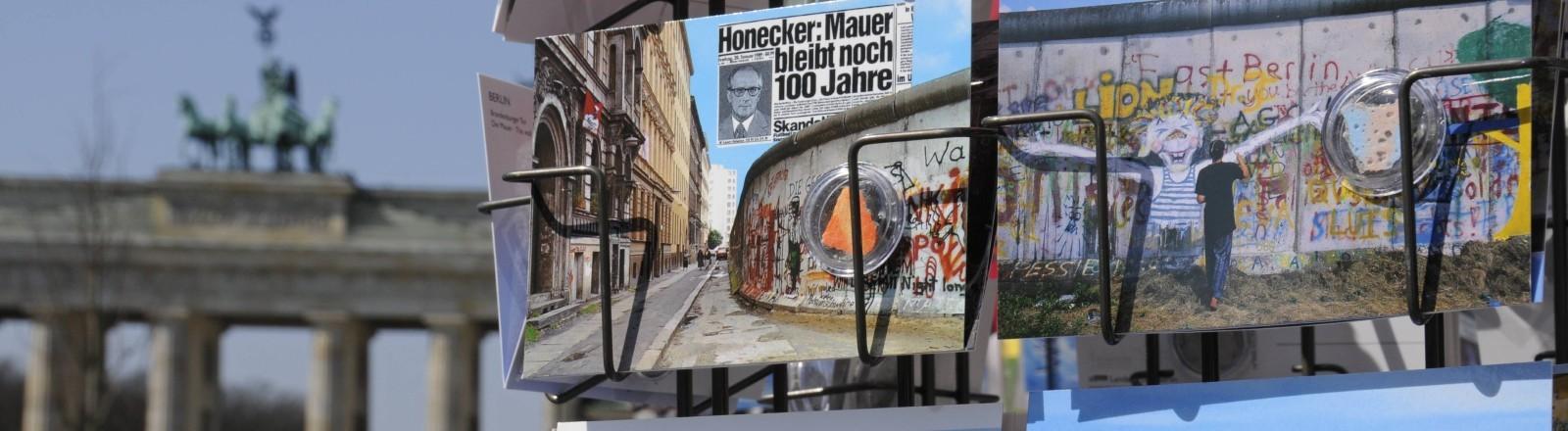 Postkarten mit Berliner Mauerstücken