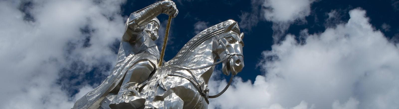 Eine Statue von Dschingis Khan