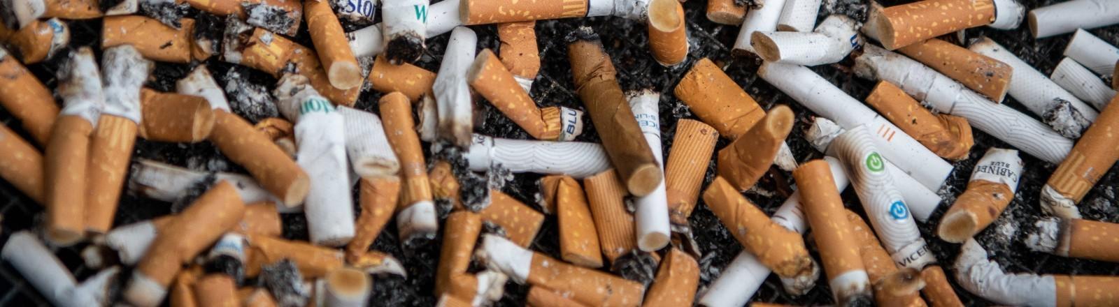 Ein Haufen Zigarettenstummel