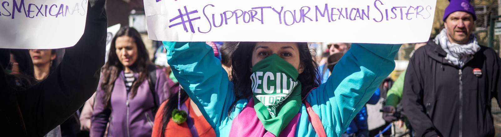 Eine Demonstrantin in Mexiko, die gegen die Frauenmorde demonstriert