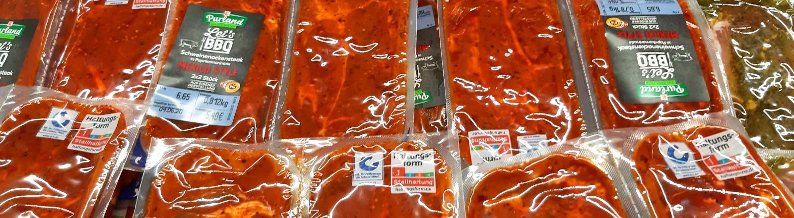 Grillfleisch abgepackt im Supermarkt