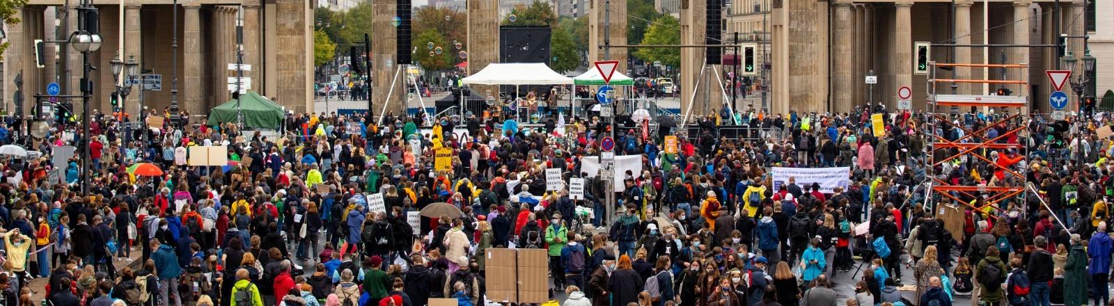 Eine Fridays for Future Demonstration vor dem Brandenburger Tor