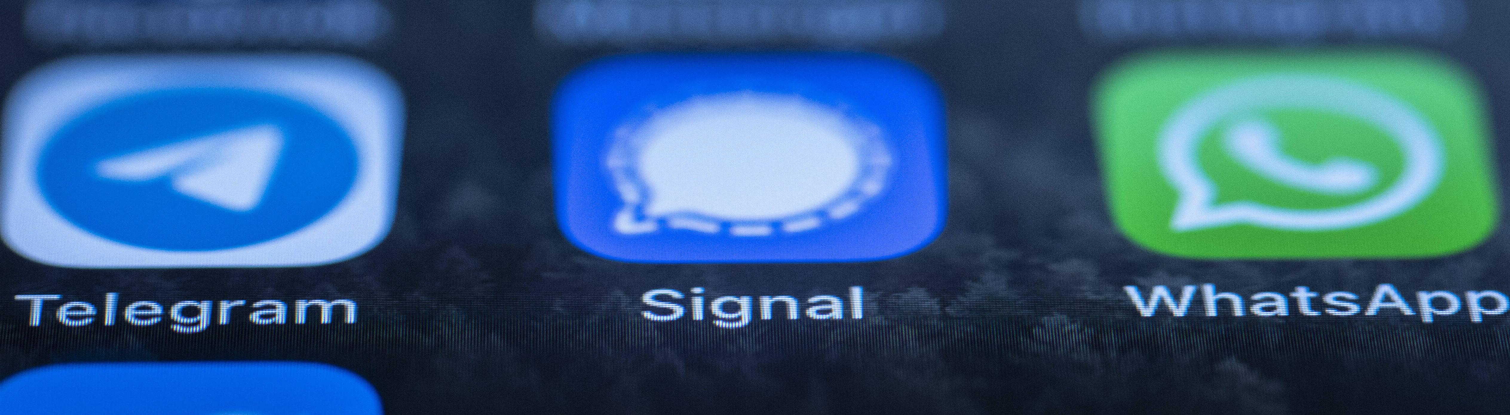 Handydisplay mit verschiedenen Messengerdiensten
