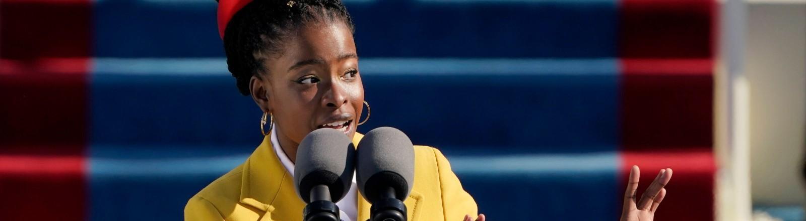 Amanda Gorman trägt ihr Gedicht vor bei der Amtseinführung von Joe Biden