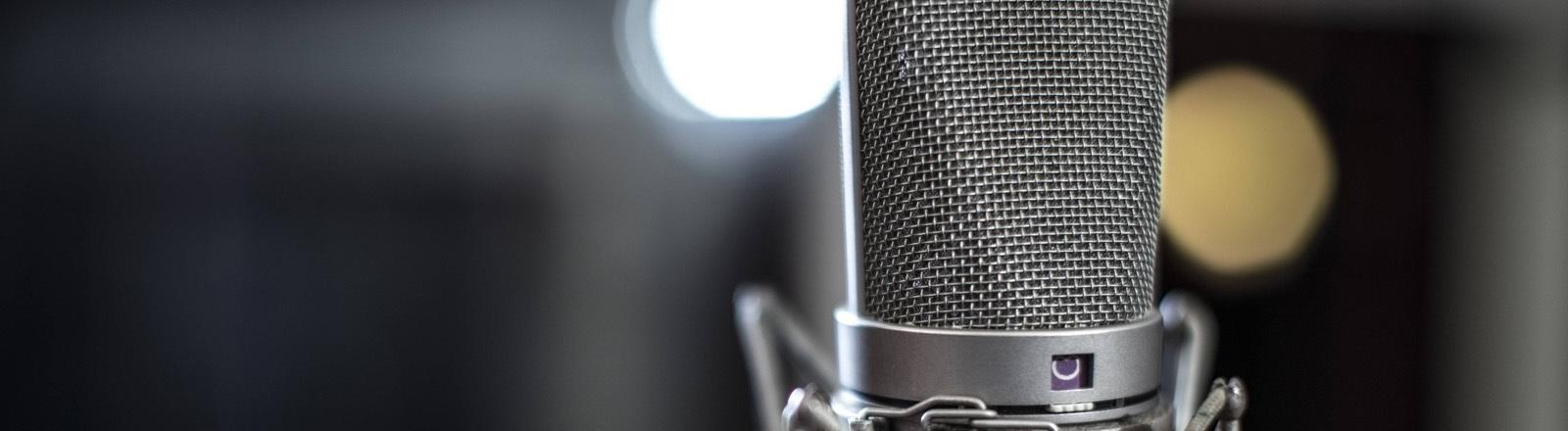 Ein Mikrofon im Studio