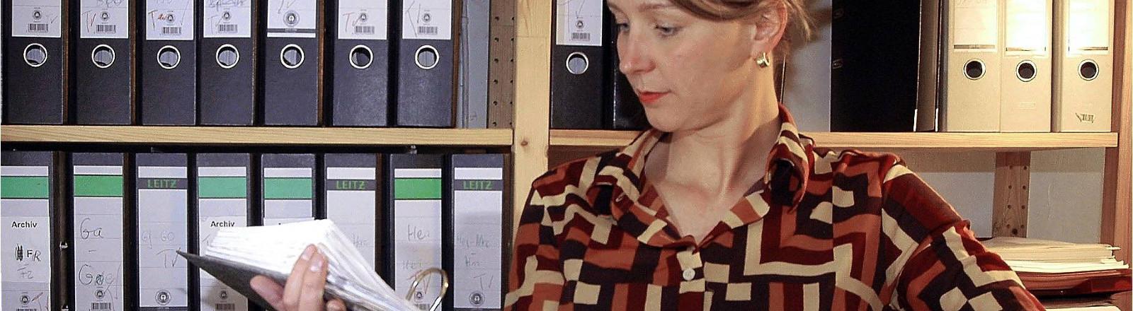 Susanne Panter in ihrer Agentur Wiedersehen macht Freude e.V. in ihrem Büro in Berlin