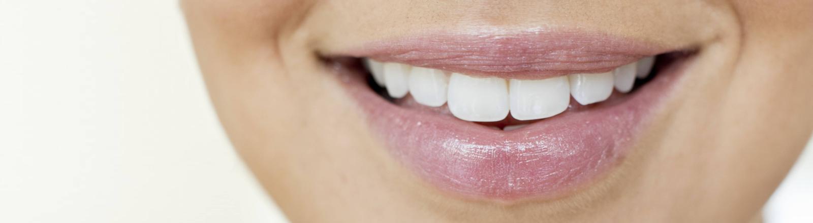 Eine lächelnder Frauenmund