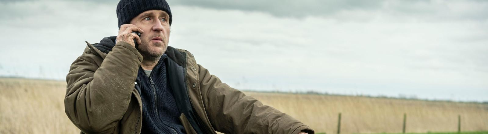 """Bjarne Mädel führt Regie und spielt die Hauptrolle in dem Thriller """"Sörensen hat Angst""""."""
