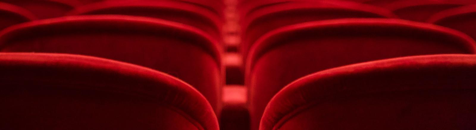 Sessel in einem Kinosaal