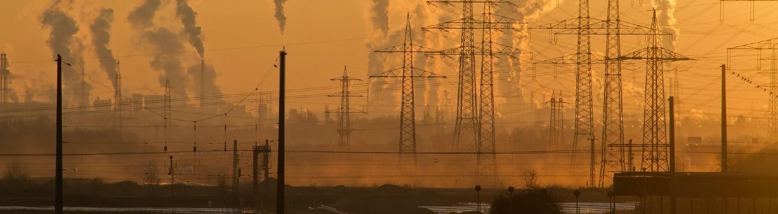 Eine Industriemeile im Sonnenuntergang