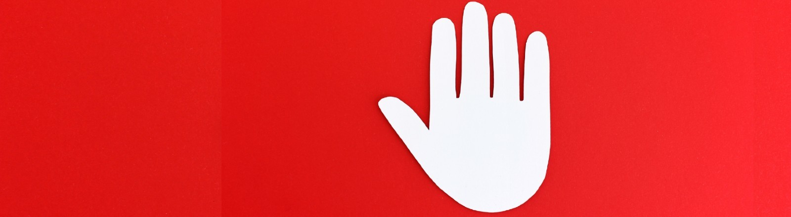 Eine weiße Hand auf rotem Hintergrund