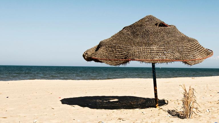 Sonnenschirm am Strand.