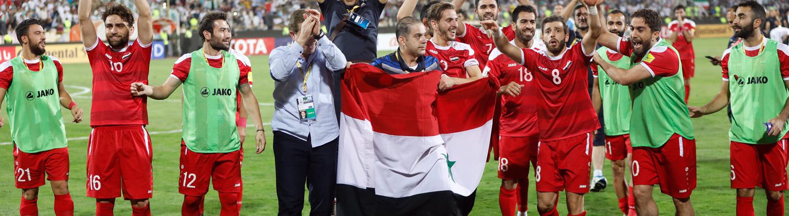 Das Sysrische Fußball-Nationalteam beim Jubel nach einem 2:2 gegen den Iran.